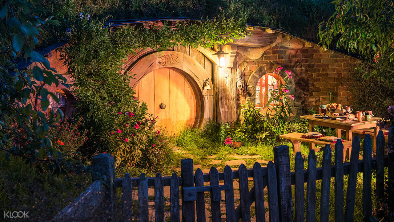 door of one of the houses in the Hobbiton Movie Set